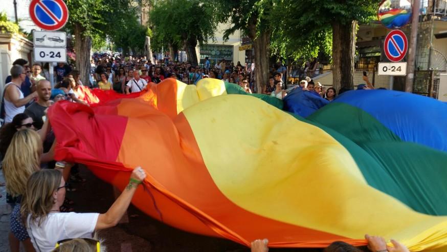 GAY PRIDE / I colori arcobaleno invadono Tropea: 'Questa è la marcia dei nostri diritti'